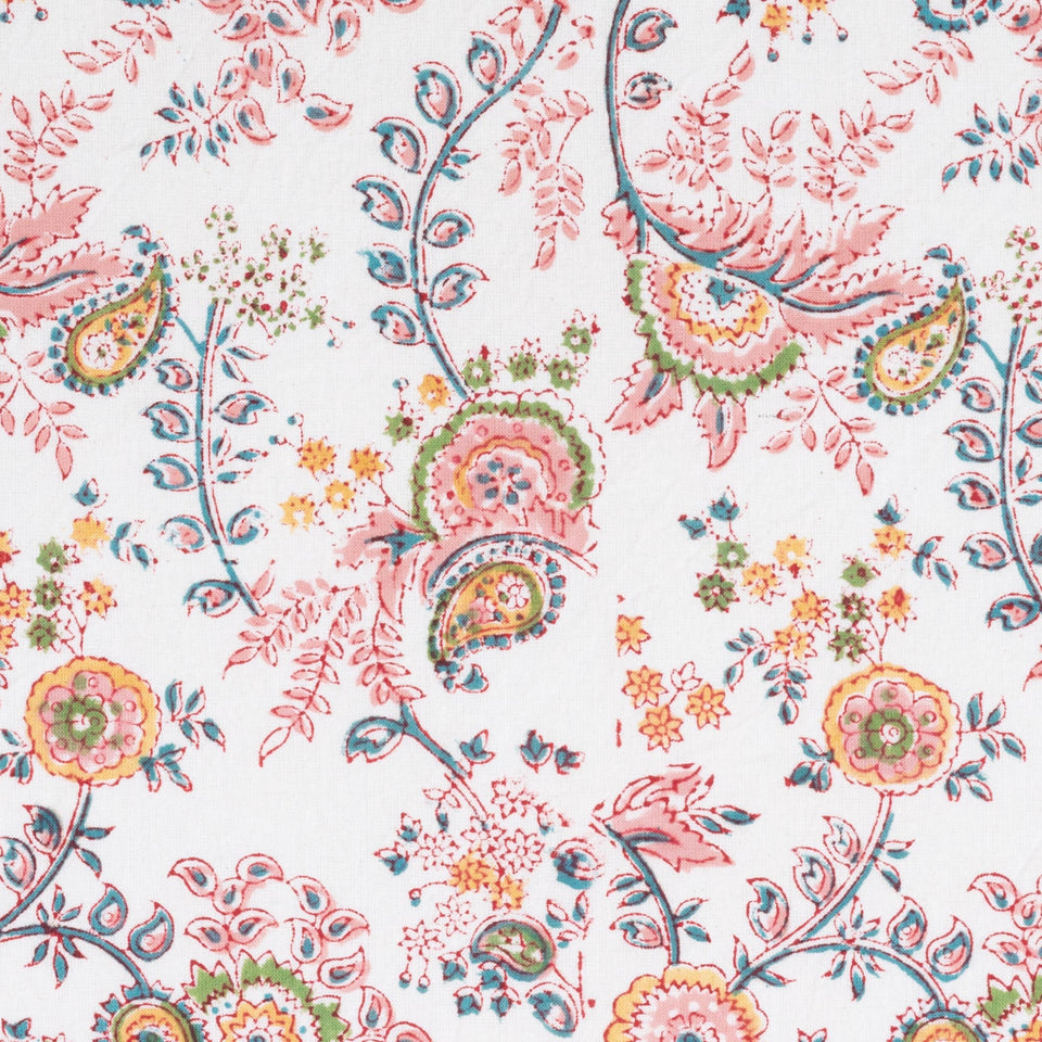 MEADOW TABLECLOTH IN PINK