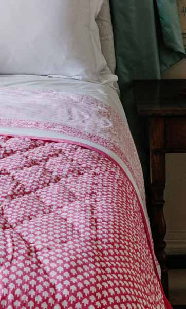 CHICKEN FEET QUILT IN PINK