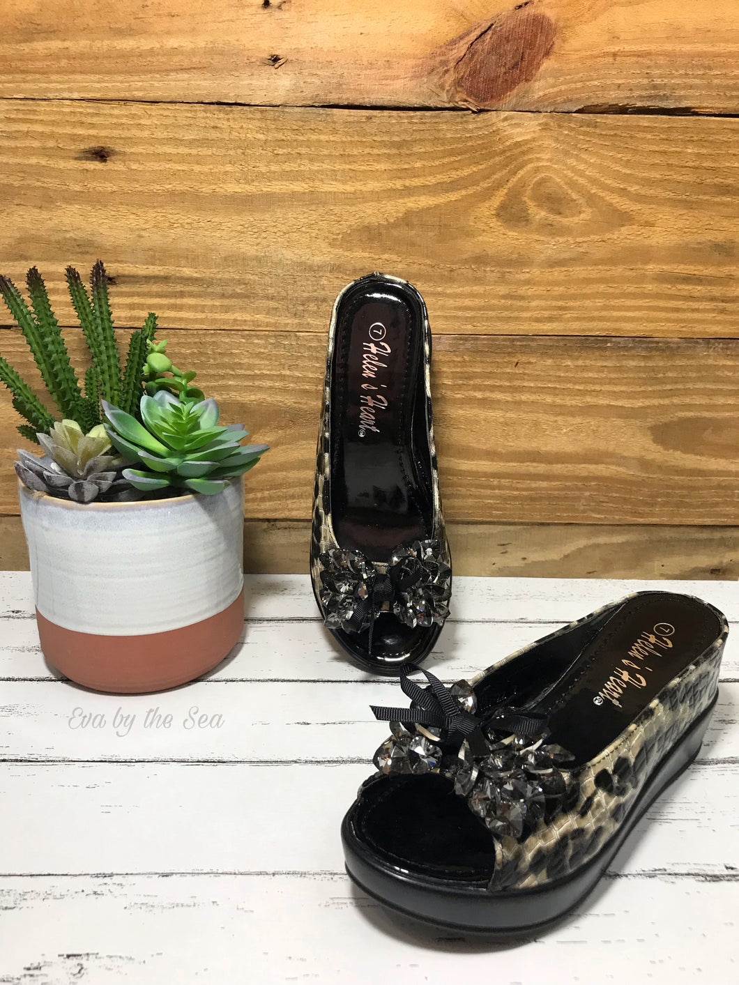 Leopard Print Slides in Black