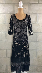 Artisan Style Tie Dye 3/4 Sleeve Dress in Black