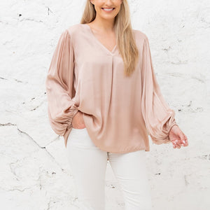 Elisa V-Neck Long Sleeve Gathered Wrist Top in Rose