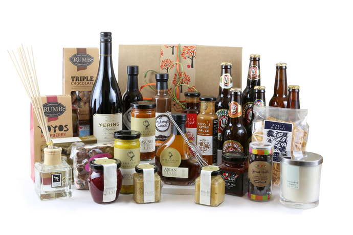 The complete men and women's extra large gift box with beer, wine, snacks, sweet treats and beautiful household items