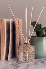 Load image into Gallery viewer, DIAMOND CUT GLASS REED DIFFUSER