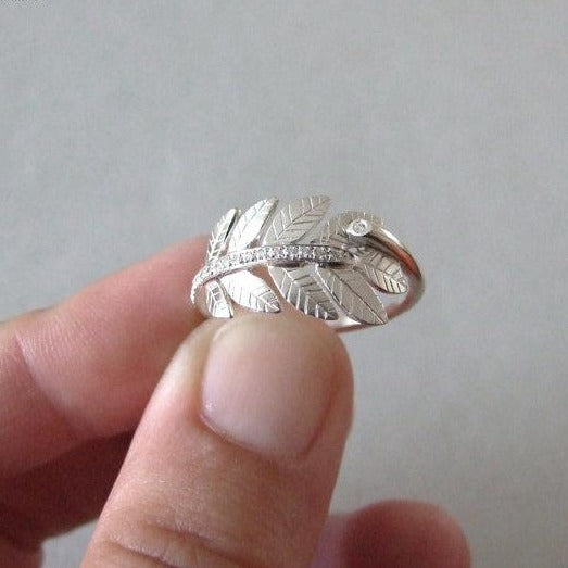 14k White Gold Leaf Ring with Cubic Zirconias
