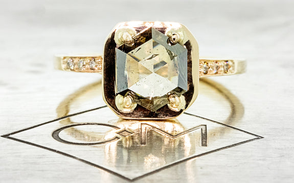 AIRA Ring in Yellow Gold with 1.58 Carat Champagne Diamond rotating view on logo
