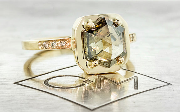 AIRA Ring in Yellow Gold with 1.58 Carat Champagne Diamond three quarter view on logo