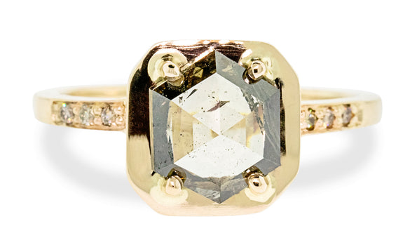 AIRA Ring in Yellow Gold with 1.58 Carat Champagne Diamond roating view