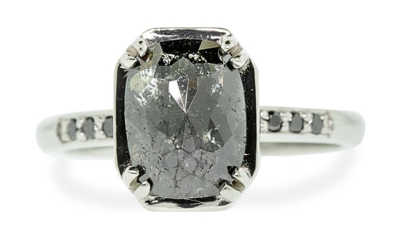 MAROA Ring in White Gold with 1.5 Carat Natural Black Diamond