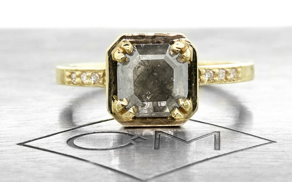 MAROA Ring in Yellow Gold with .97 Carat Gray Diamond