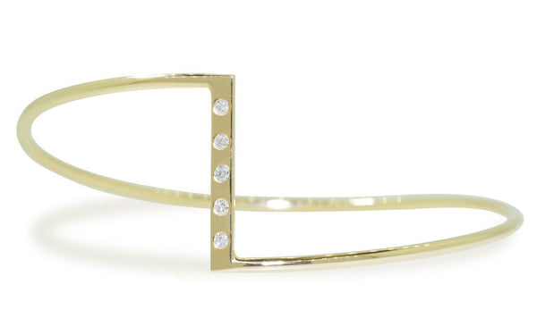 ZigZag Bracelet with Diamonds in Yellow Gold rotating on wrist