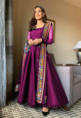 Party Wear Taffeta Silk Material Magento Color Designer Embroidar Work Gown