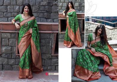 Green Latest Women's Disgner Banarasi Silk Saree With Blouse Piece