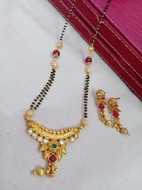 Matte Glossy Finish Traditional Design Gold Plated Necklace Sets
