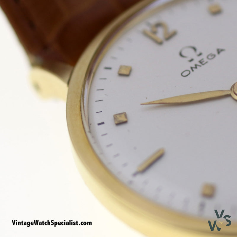 Omega 18K Solid Gold Case Calibre 28 17 Jewels 1944 - Vintagewatchspecialist