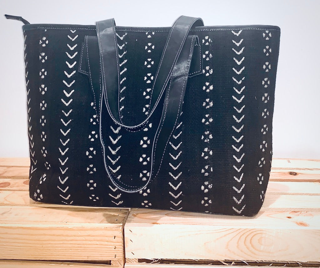 Ayinkeh Midi Tote-Black and White Bogolan