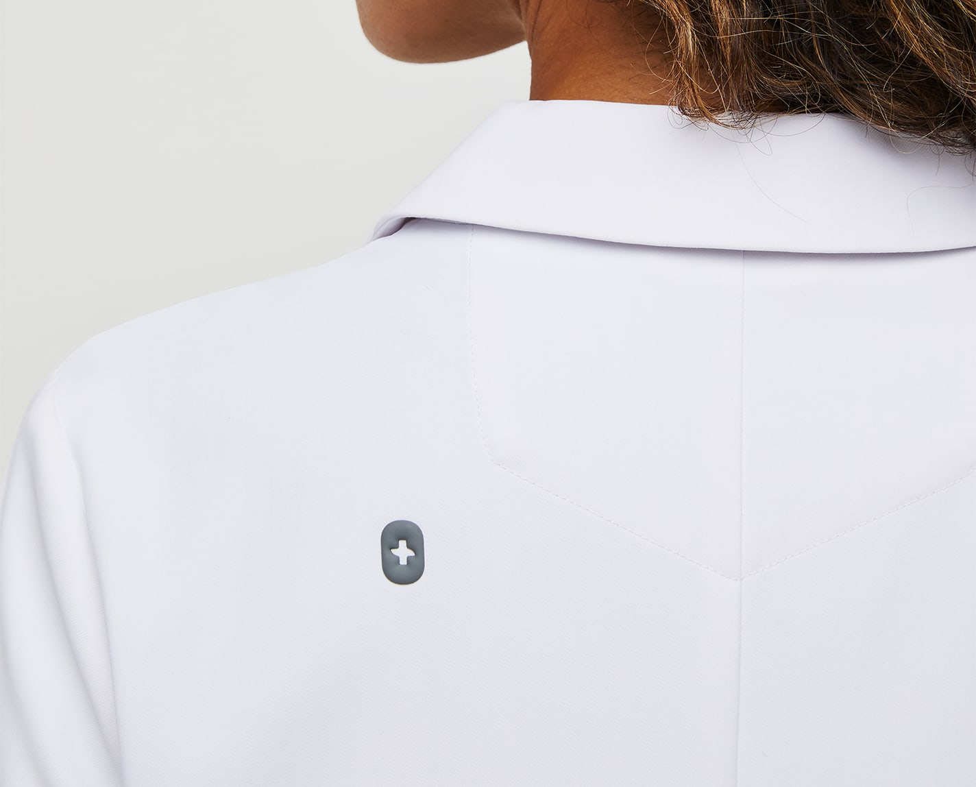 Kind of like a good sequel. The Bellevue Slim Short Lab Coat has similar features as the original — eight pockets, machine washable, anti-wrinkle, anti-static — but was designed with a slim fit. Professional and stylish all at once.