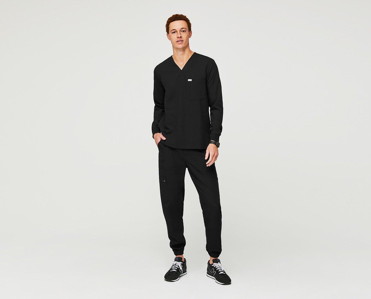 Sometimes you just need a long pair of sleeves. With three pockets, a tailored fit and long sleeves, the Longsleeve Chisec provides you with a reliable option on those days when you need a little more coverage.