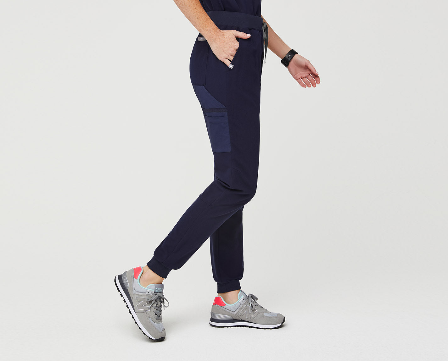 When being busy and comfortable is both needed and necessary, these skinny joggers have you covered, on shift to everywhere in between. Featuring a total of 9 pockets and our proprietary FIONx fabric with four-way stretch.