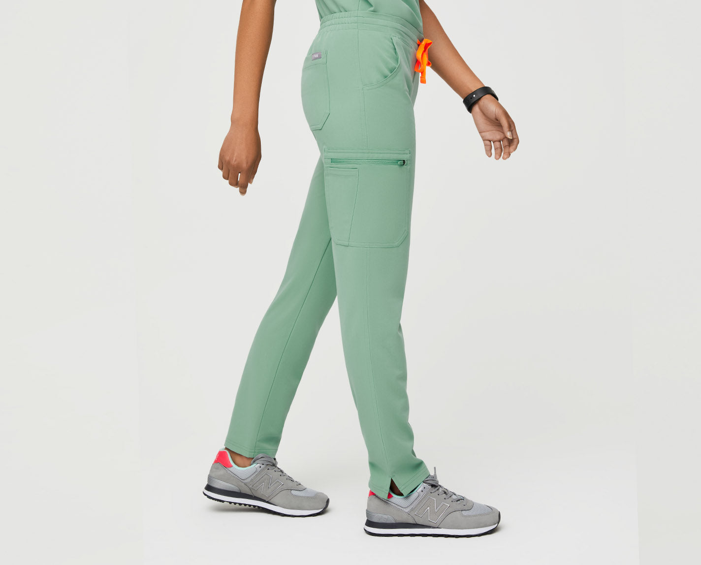Straight leg. Slim fit. Eleven pockets. (Yes, you read that right.) Made with our proprietary FIONx fabric, The Yola adds a polished look to any scrub top with its side-slit ankles, half elastic waistband and multi-tasking pockets.