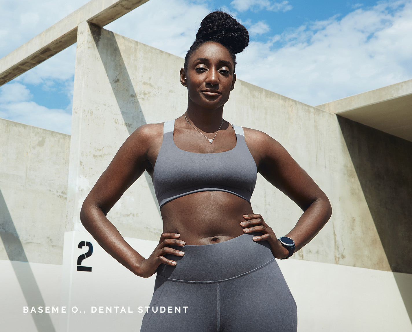 Peak performance to get you from yoga to running errands to a full shift. The 300 Sports Performance Bra is designed with perforated detail for airflow, plus FIGS elastic straps, and features our proprietary FIONdry fabric with moisture-wicking technology.