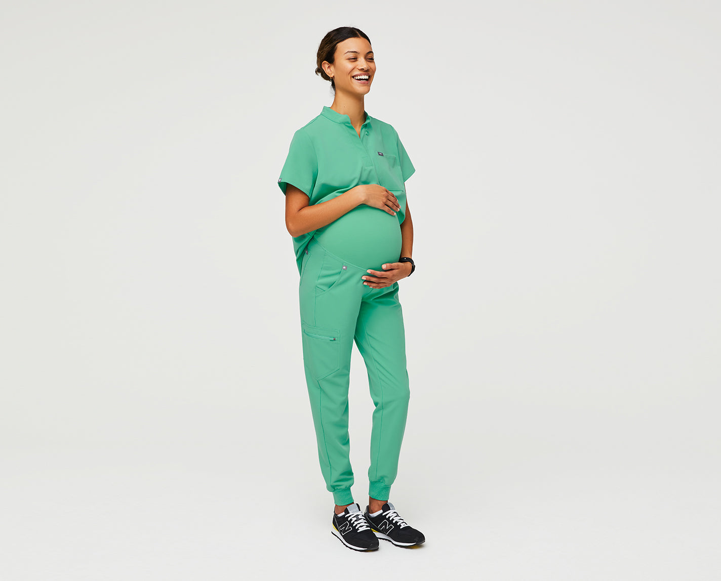 Your favorite joggers just got a maternity makeover, baby! Featuring an extremely soft knit maternity waistband, five functional pockets and the same high-performing, comfortable fit you know and love.