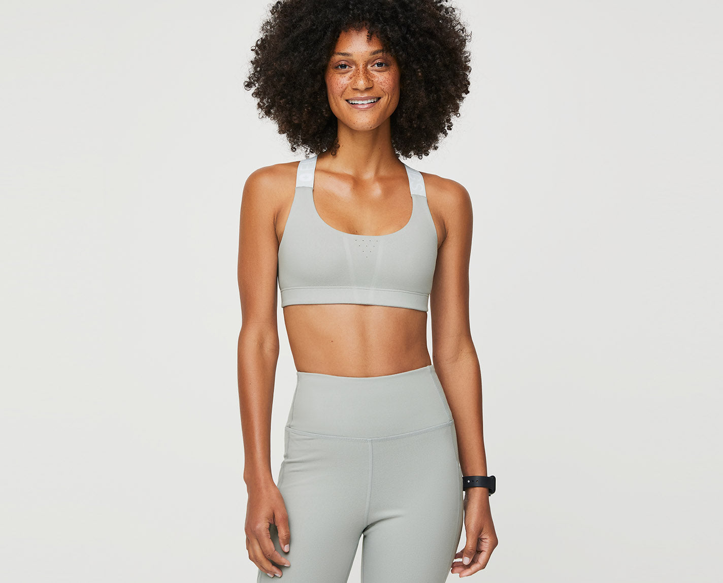 Peak performance from yoga to errands to shifts. The Performance Bra is designed with perforated detail for airflow and features our proprietary FIONdry fabric.