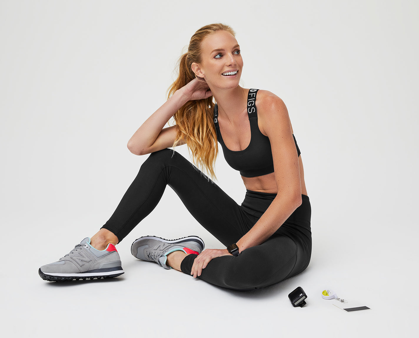 Peak performance to get you from yoga to running errands to a full shift. The 300 Performance Bra is designed with perforated detail for airflow, plus FIGS elastic straps and features our proprietary FIONdry fabric with moisture wicking technology.