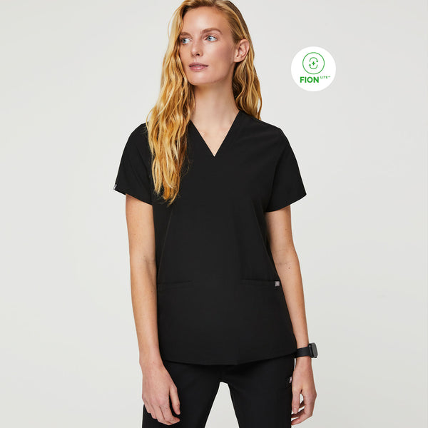 FIONlite™ Casma Three-Pocket Scrub Top