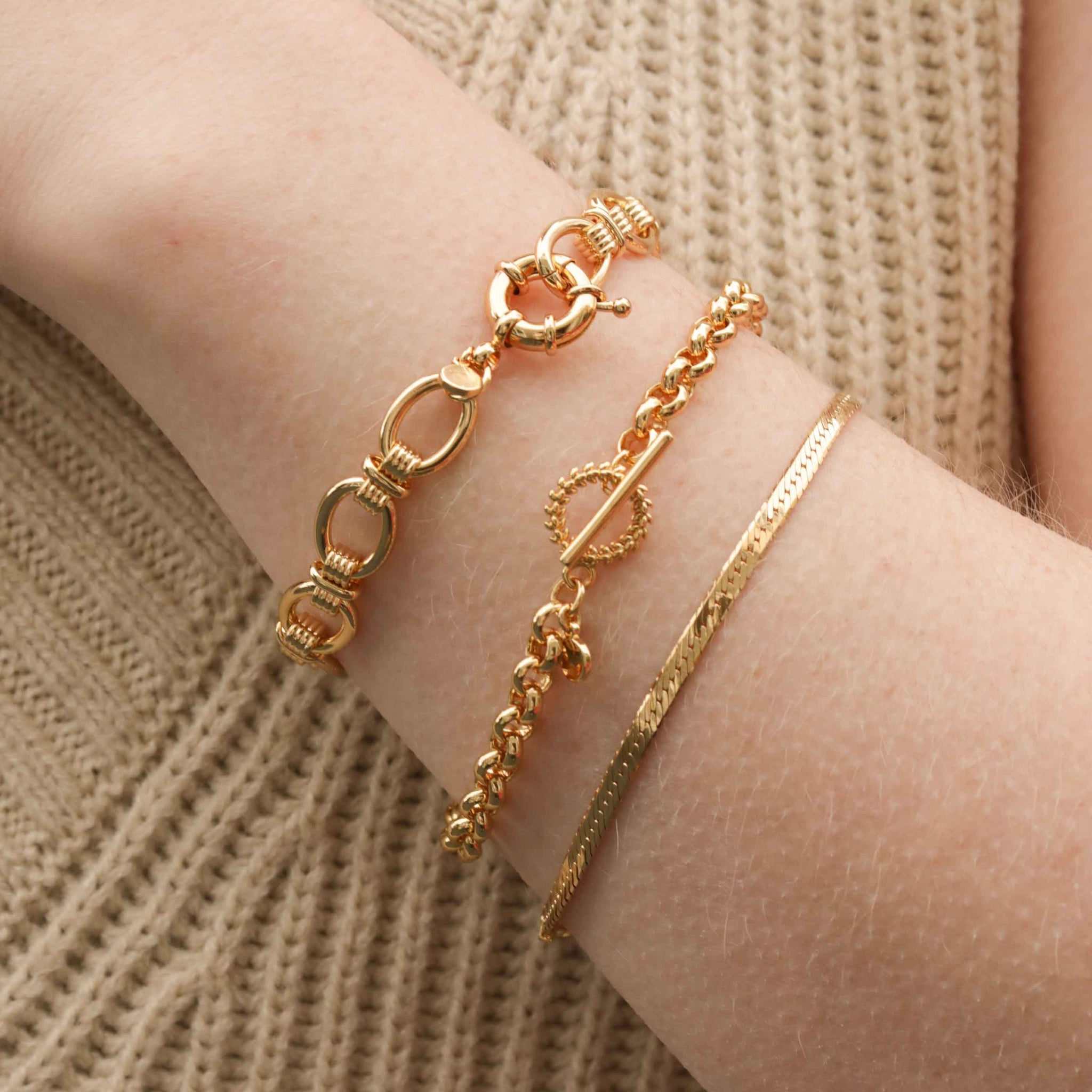 Wreath T-Bar Chunky Bracelet in Gold
