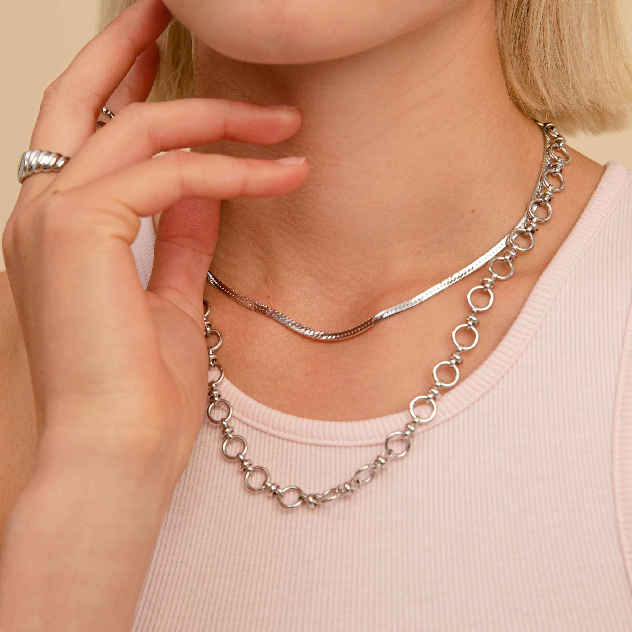 Circle Link Chain Necklace in Silver