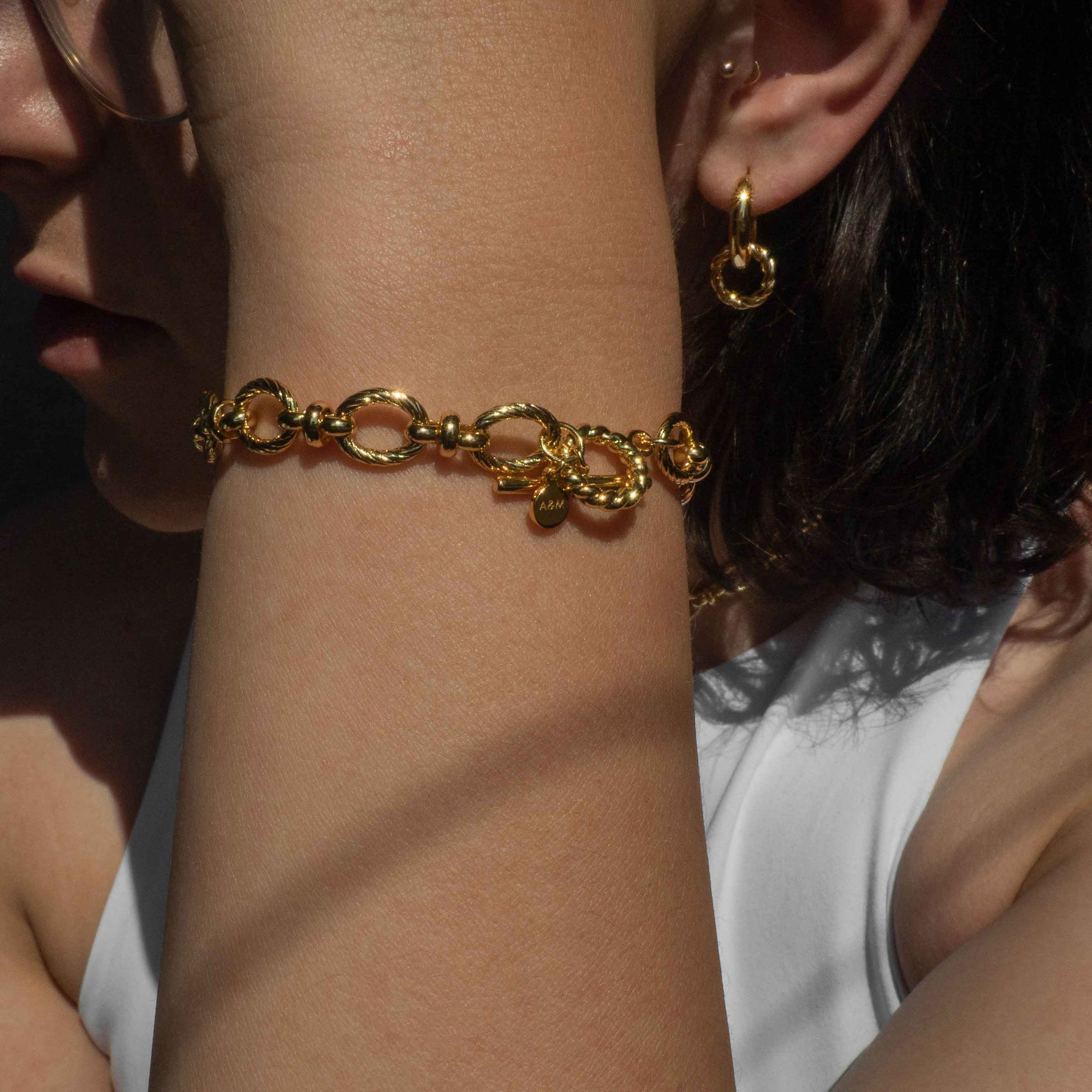 Textured Oval Link T-Bar Bracelet in Gold