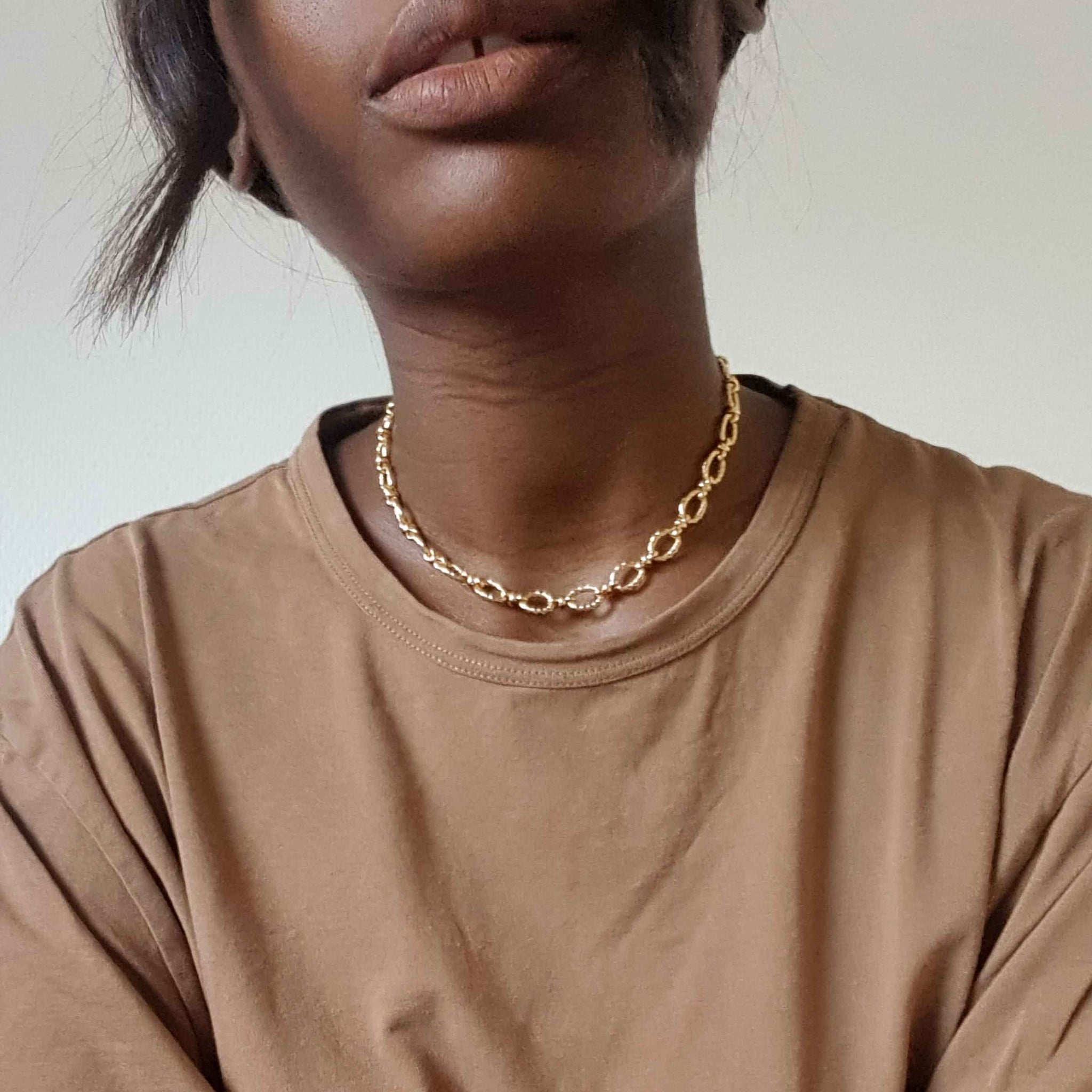 Textured Oval Link T-Bar Necklace In Gold Astrid & Miyu