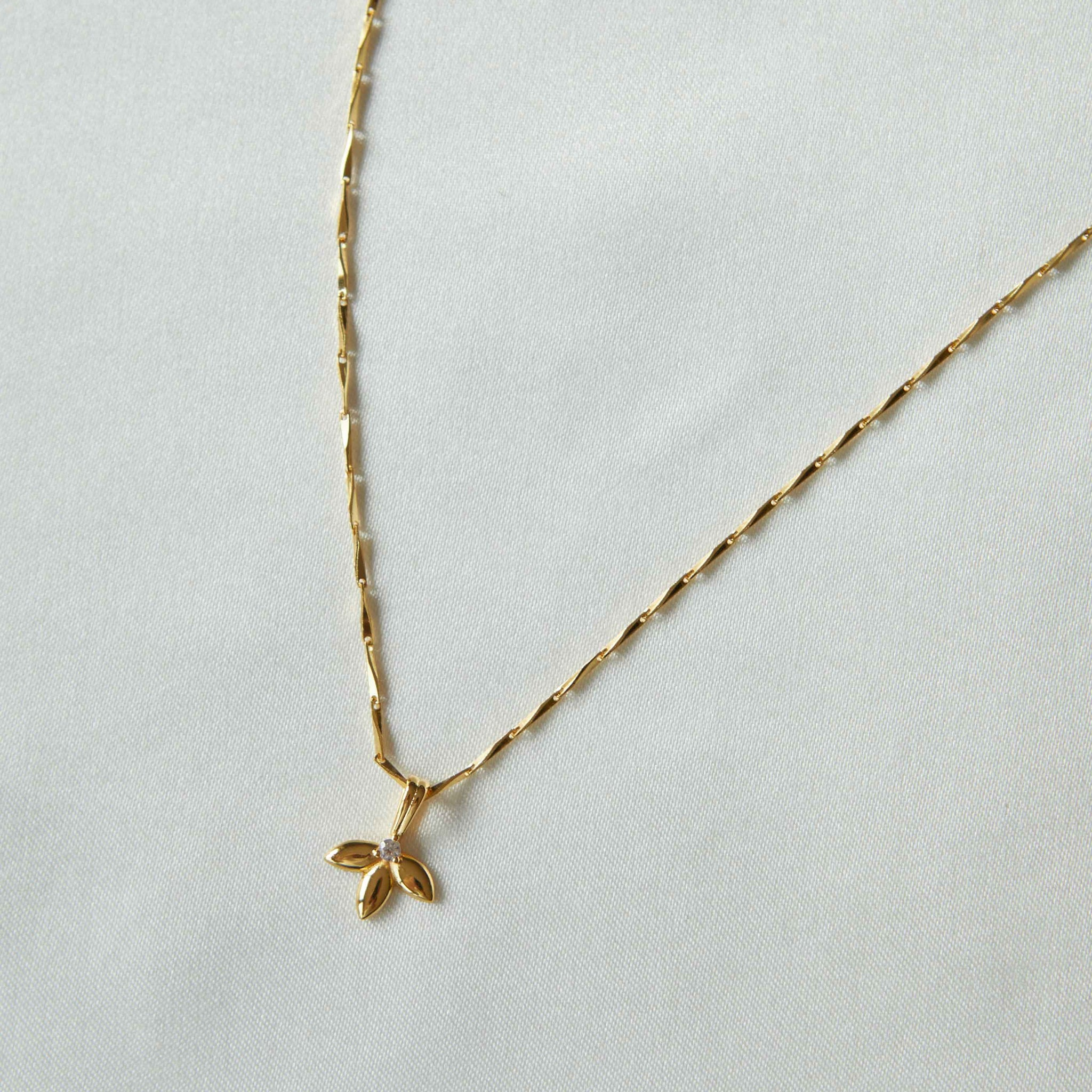 Botanist Pendant Necklace in Gold