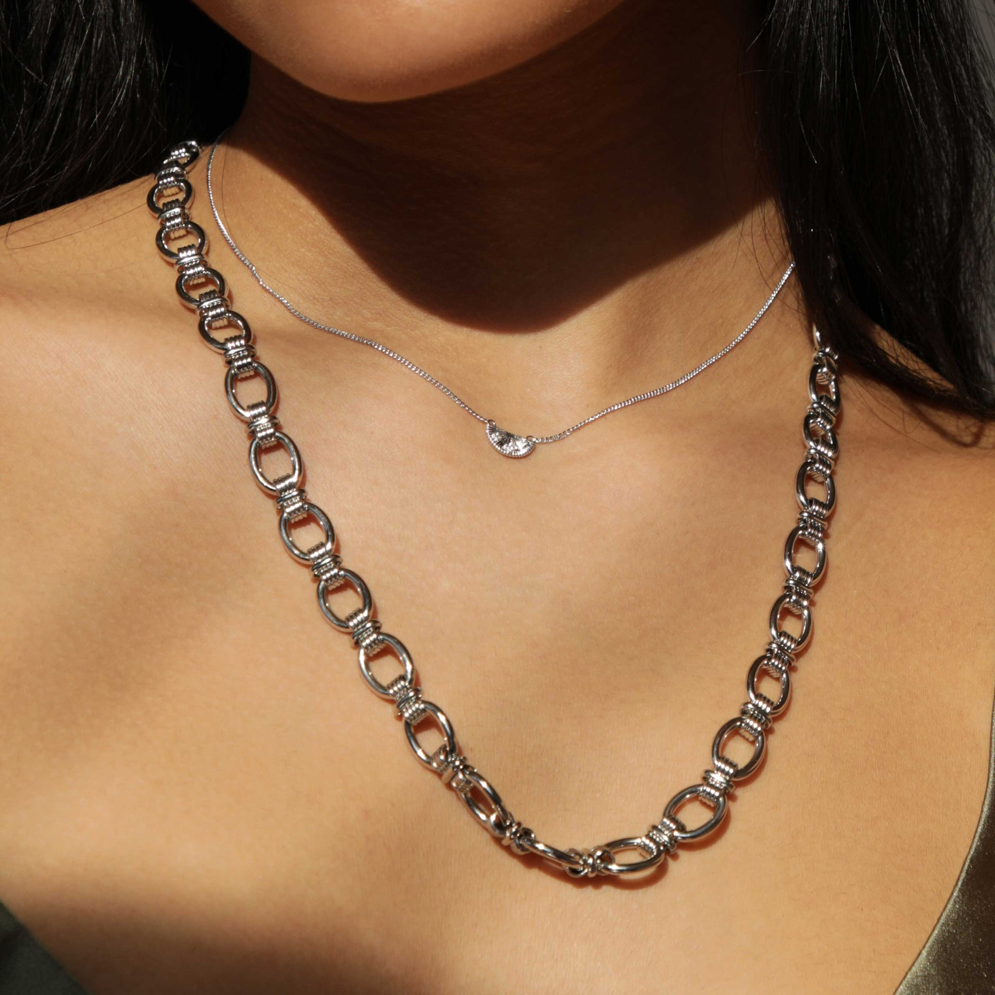 Ribbed Link Chain Necklace in Silver