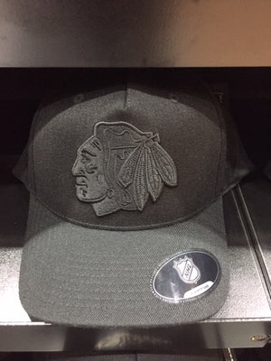 NHL Chicago Blackhawks Team Logo Flex110 ALL Black Snapback