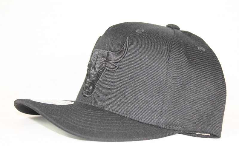 Bulls All Black Team Logo 110 Snapback