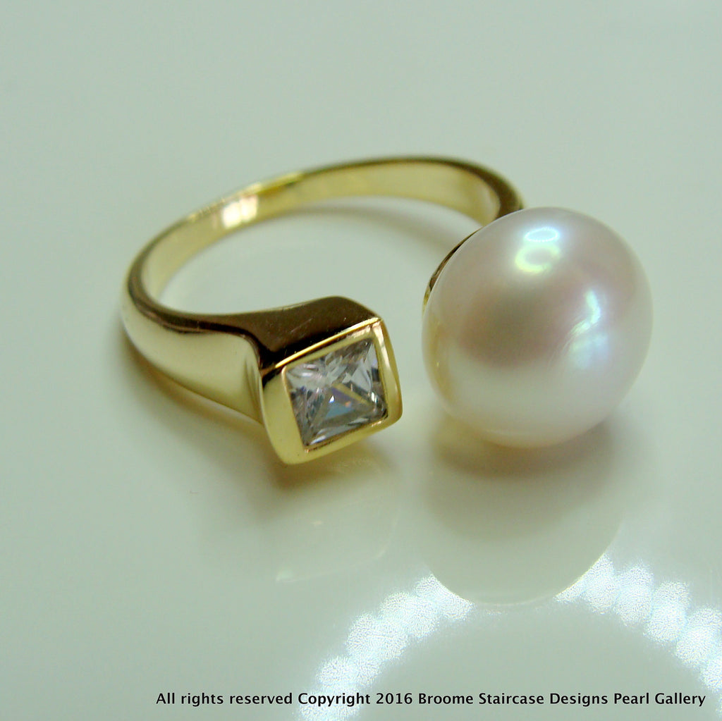 Cultured  Freshwater Pearl and CZ Ring Gold