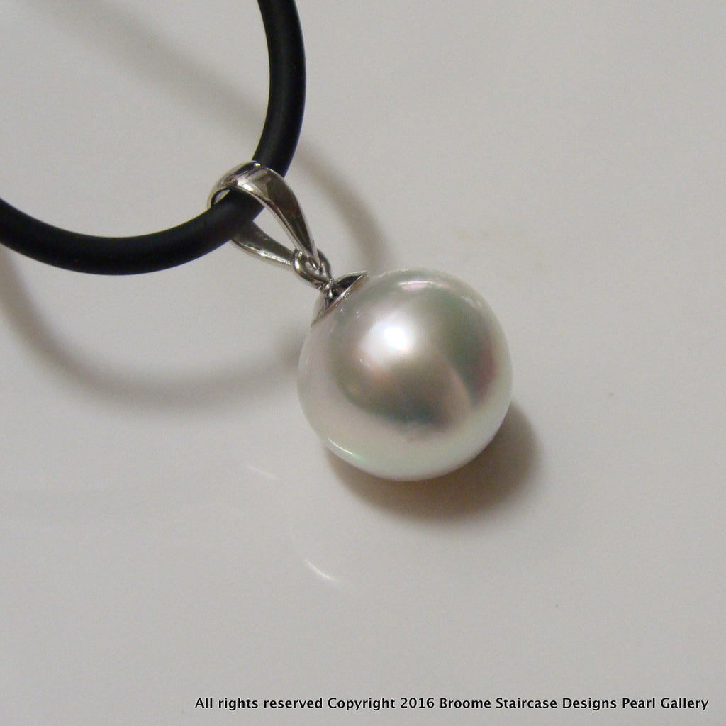 Broome Pearl Pendant white gold - Broome Staircase Designs Pearl Gallery
