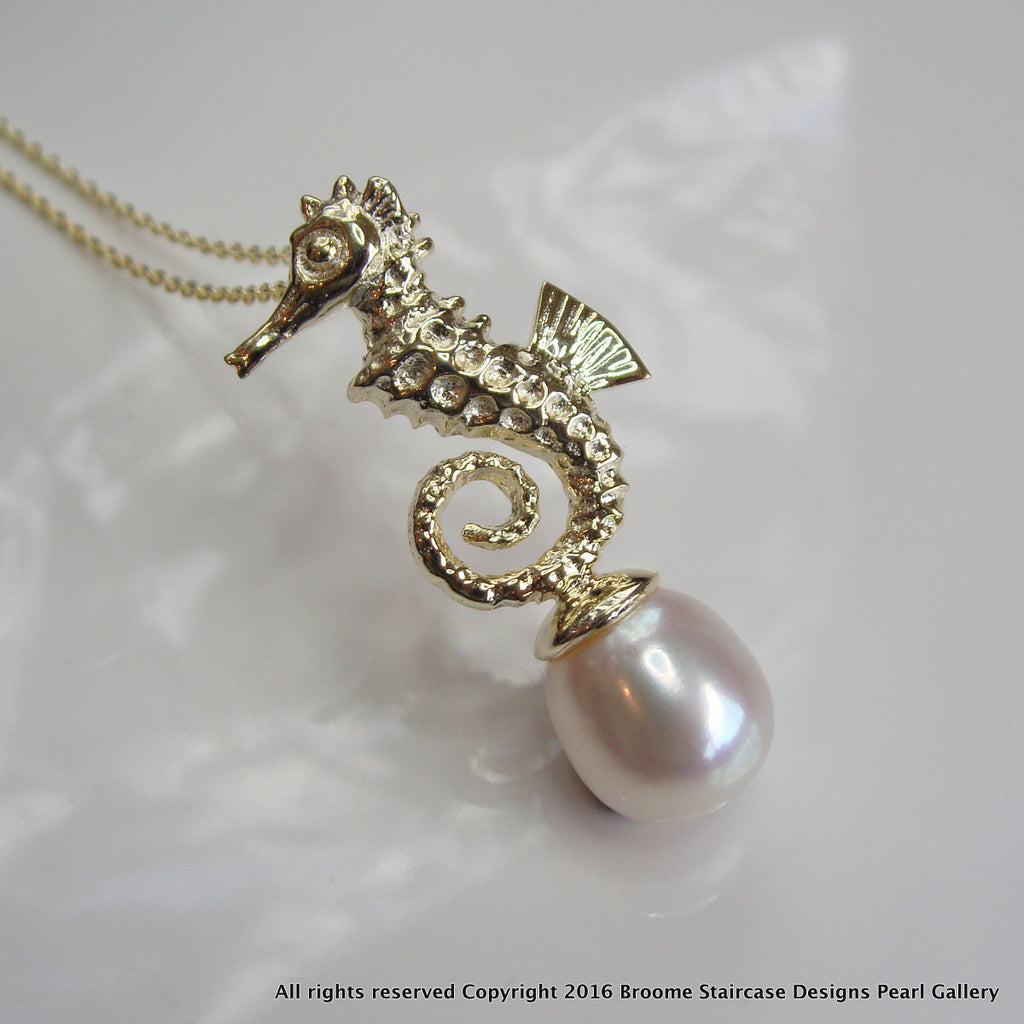 Cultured Freshwater Pearl Gold Seahorse Pendant