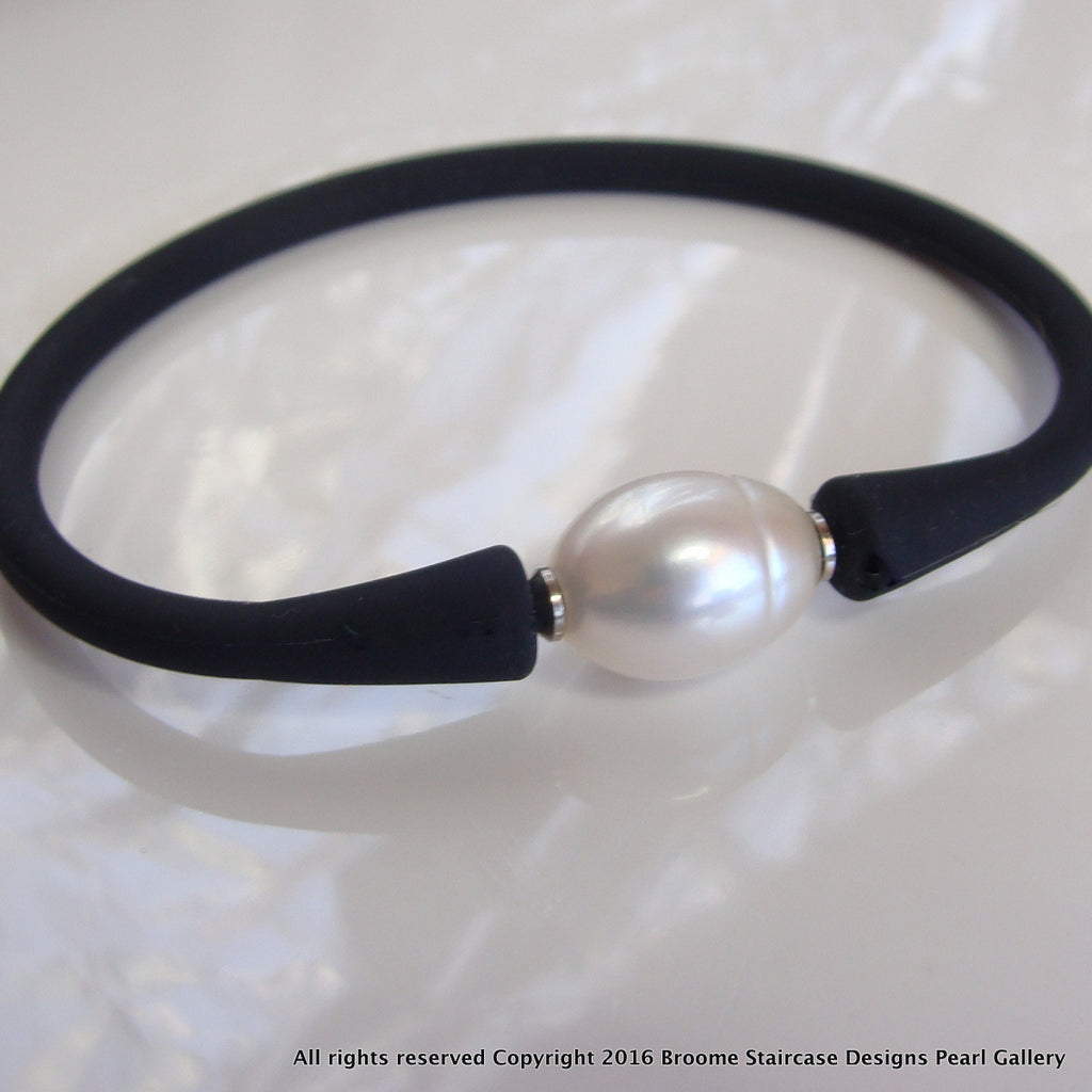 Easy Fit Cultured Pearl Bracelet White or Black Pearl