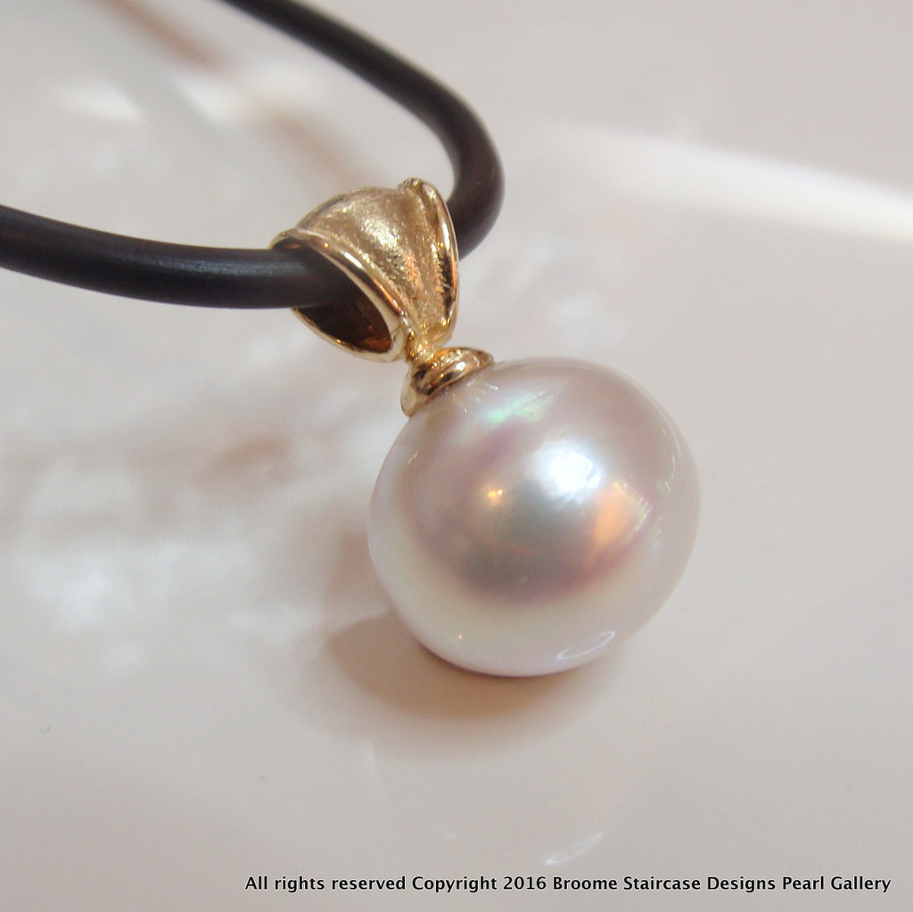 18ct Broome South Sea Pinky White Pearl Pendant