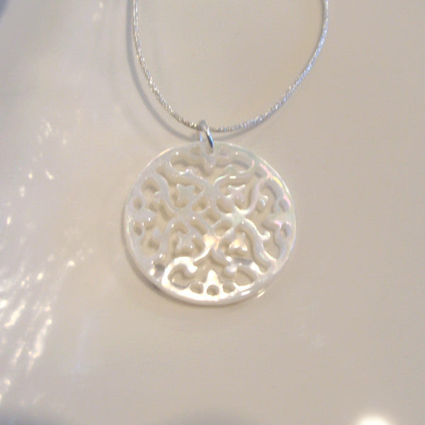 Mother of Pearl Pendant Round