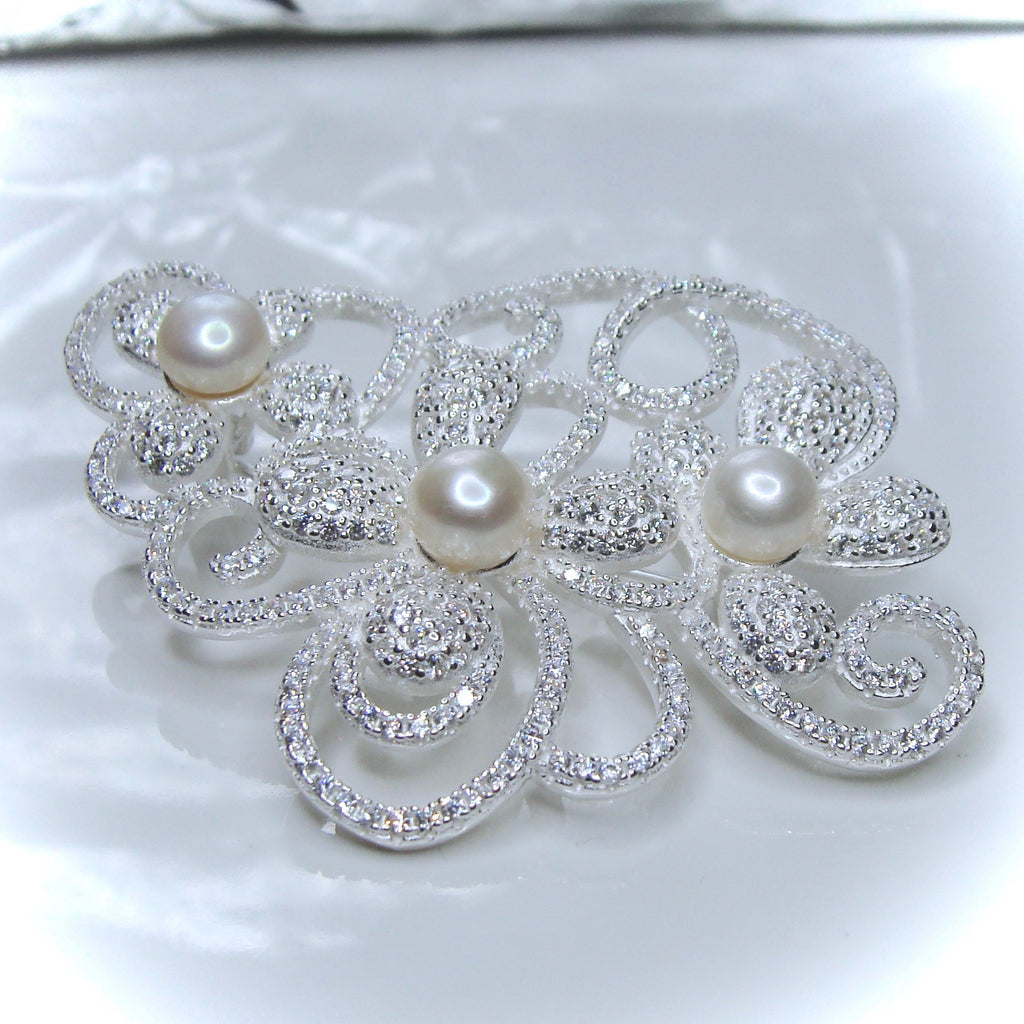 Exquisite Pearl & Cubic Zirconia Flower Brooch