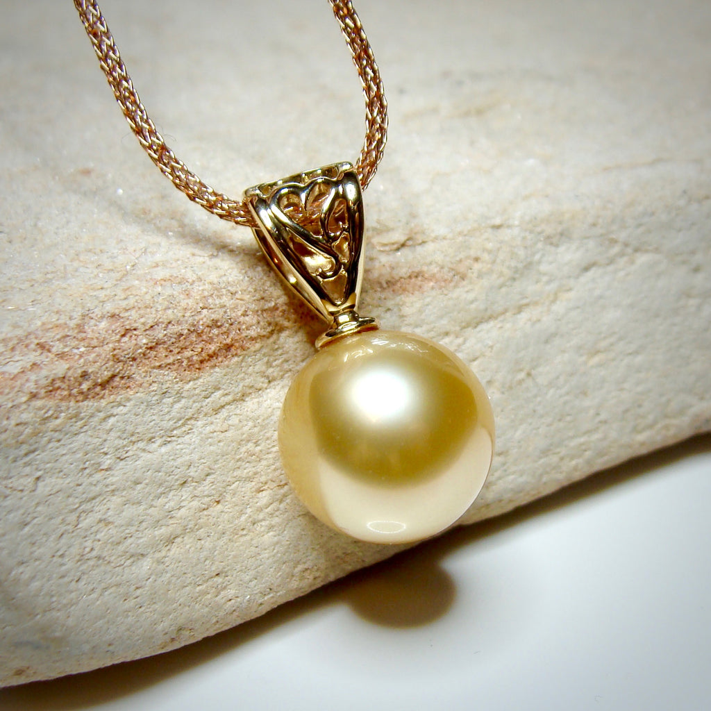 18ct Golden Round South Sea Pearl Pendant