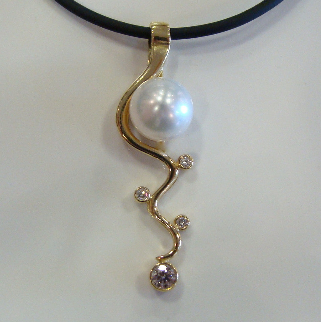 Staircase Pearl Pendant Mitchell Falls (18cty,4xdiamonds) - Broome Staircase Designs Pearl Gallery - 1