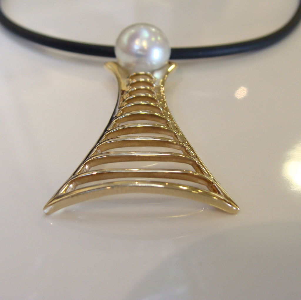 Broome Pearl James Price Point Staircase Pendant 18ct Yellow Gold