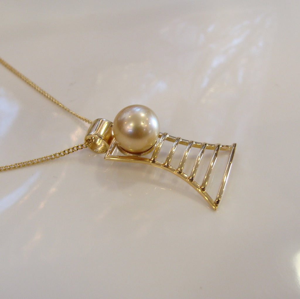 Broome Pearl Pendant James Price Point Staircase 18ct Yellow Gold