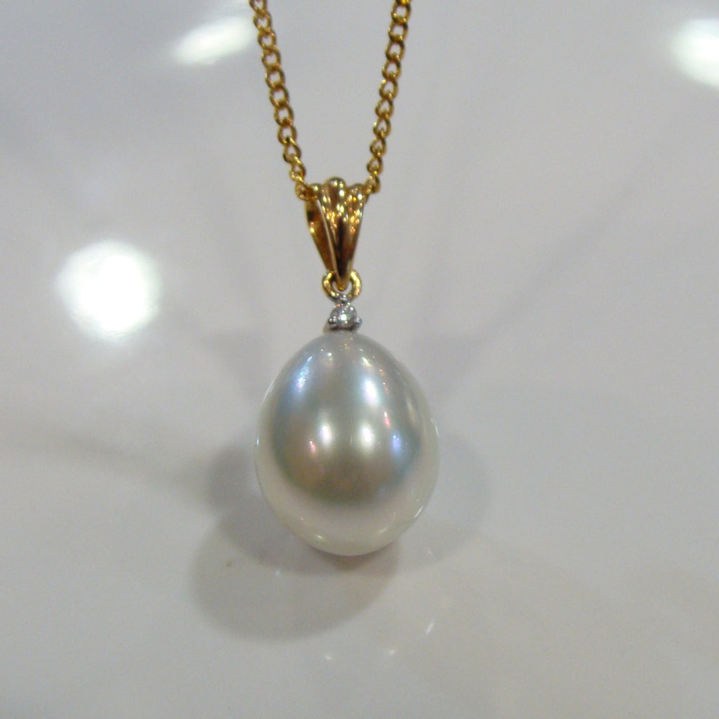 Broome Pearl & Diamond Pendant 18cty - Broome Staircase Designs Pearl Gallery