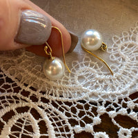 18ct Hooks Broome Pearl Earrings