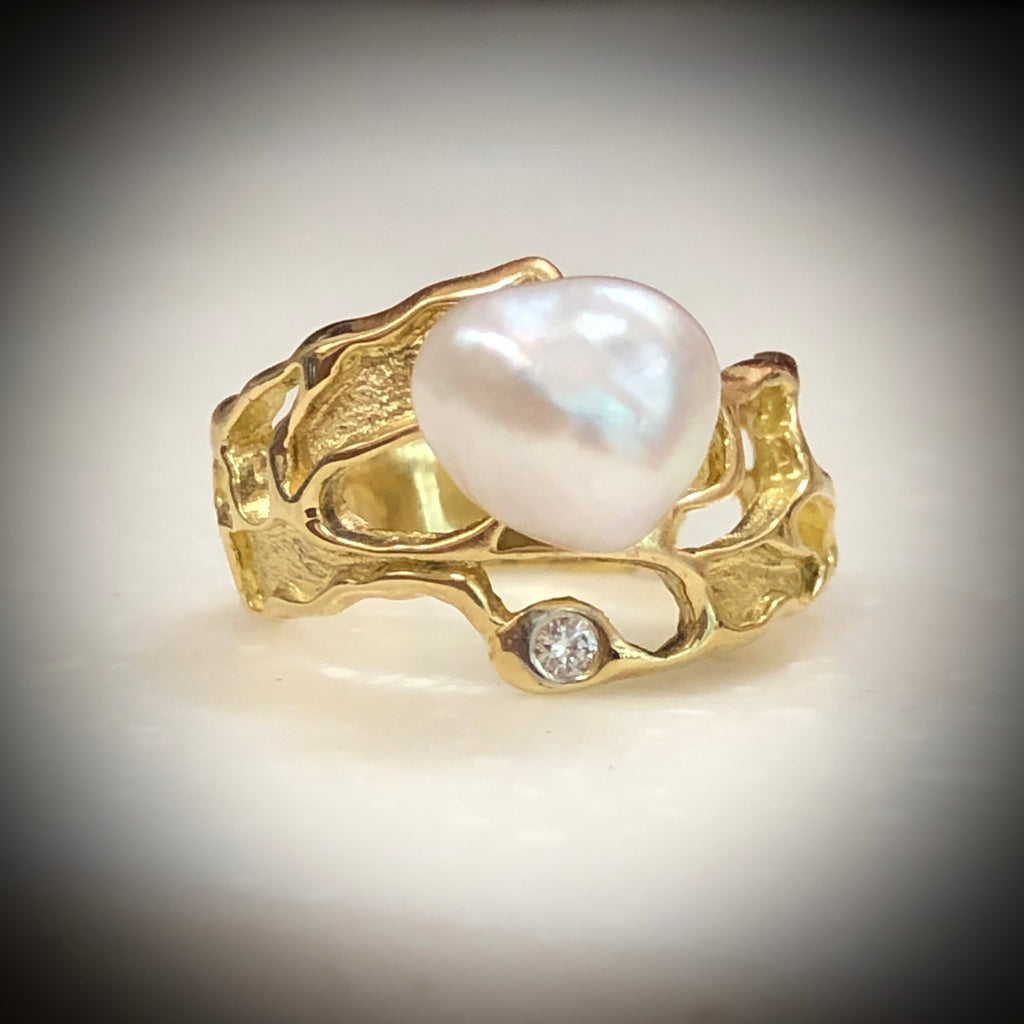Saltwater Keshi Pearl 18ct Gold and Diamond Ring
